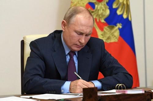 Ruský prezidentVladimír Putin se zbavil zhoubného vlivu Rothschildů