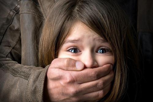 Vrcholní politici museli satanovi obětovat své prvorozené dítě